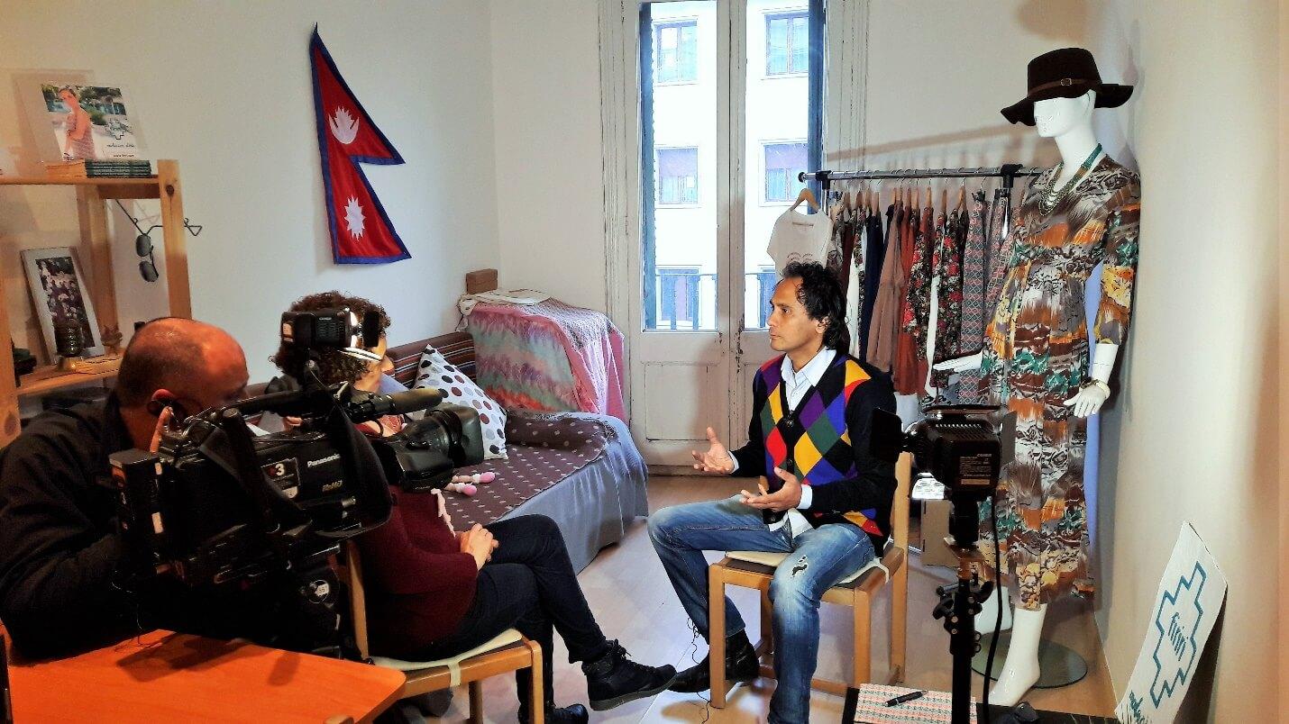 Tot un món de TV3 entrevista a firiri