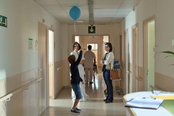 Actriz Mariona Ribas & Actriz Miriam Tortosa con el niño